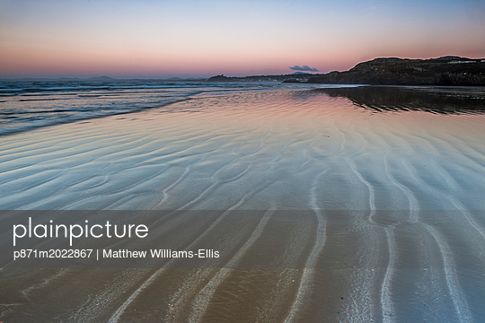 p871m2022867 von Matthew Williams-Ellis