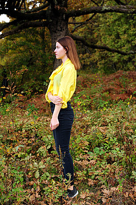 Teenage girl wearing yellow blouse in the forest - p1412m2128861 by Svetlana Shemeleva