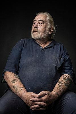 Portrait of an elderly man - p403m933317 by Helge Sauber