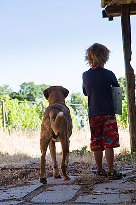 A boy and his dog - p628m1476243 by Franco Cozzo