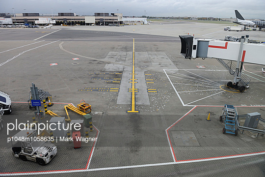 Empty Airport Parking stand - p1048m1058635 by Mark Wagner