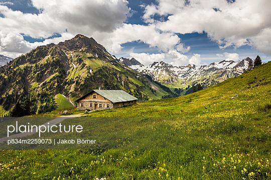 Germany, Bavaria, Alpine Mountain cabin in the Allgäu - p834m2259073 by Jakob Börner