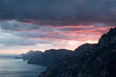 Abendrot an der Amalfiküste - p1079m1552875 von Ulrich Mertens