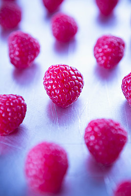 Raspberries - p1149m1550335 by Yvonne Röder