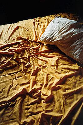 Zerwühlte Laken - p1418m1571327 von Jan Håkan Dahlström