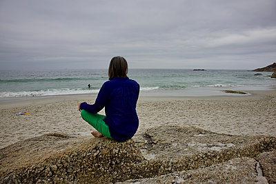 South Africa, Woman on the beach - p1640m2245799 by Holly & John