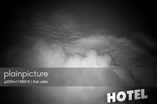 Hotel Himmel - p220m1158915 von Kai Jabs
