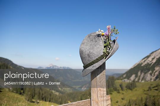 Wanderhut - p454m1190382 von Lubitz + Dorner