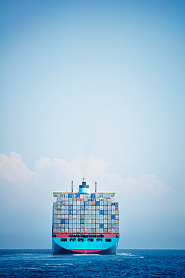 Container ship sailing on sea against sky - p1166m1151290 by Cavan Images