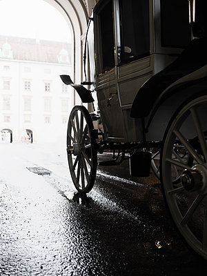 Carriage ride in Vienna - p1383m2100699 by Wolfgang Steiner