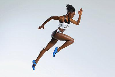 Female Athlete Running   - p307m1029514f by Yusuke Nakanishi