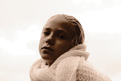 Portrait of blonde girl with scarf - p945m2152890 by aurelia frey