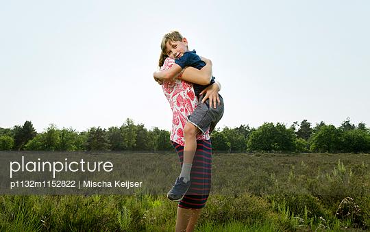 Mutter und Sohn - p1132m1152822 von Mischa Keijser