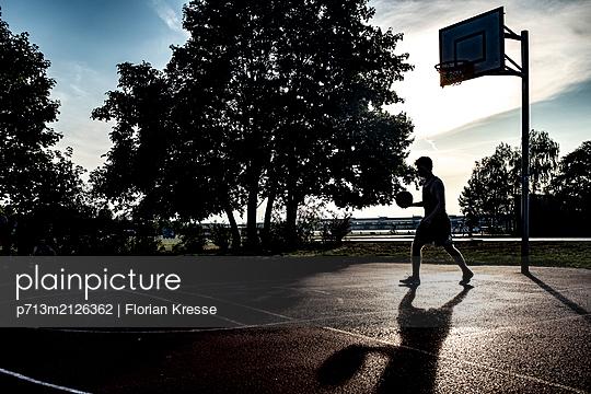 p713m2126362 by Florian Kresse
