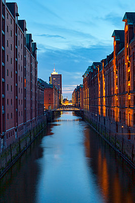Warehouses in the Speicherstadt - p324m943329 by Alexander Sommer