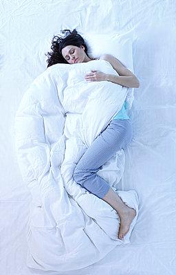Schlafposition - p981m1021336 von Franke + Mans