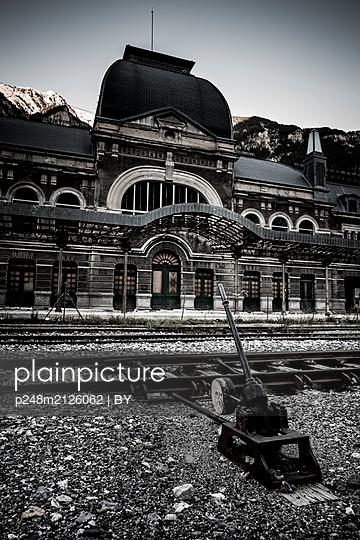 Alter Bahnhof von Canfranc - p248m2126062 von BY