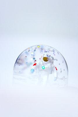 Space bubble - p454m2200606 by Lubitz + Dorner