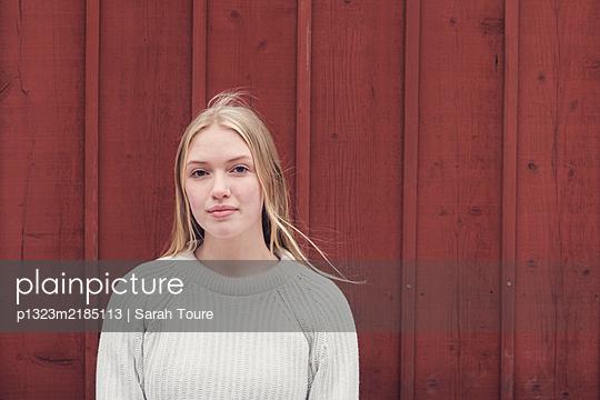 p1323m2185113 by Sarah Toure