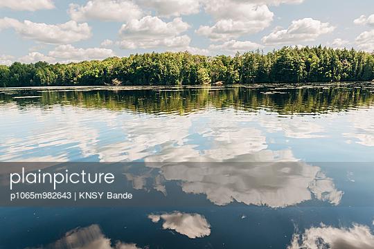 Mirror image at Chandos Lake - p1065m982643 by KNSY Bande