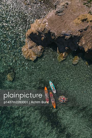 Sunbathing on the surfboard - p1437m2283301 by Achim Bunz
