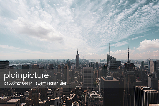 View of New York City - p1598m2164414 by zweiff Florian Bier
