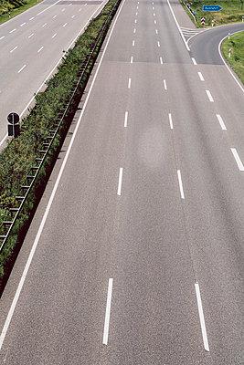 Leere Autobahn - p1085m1064378 von David Carreno Hansen