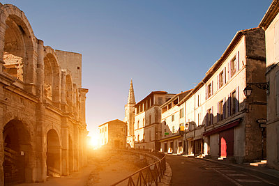 View of street and Arles Amphitheatre, Arles, Provence-Alpes-Cote d'Azur, France - p429m1504602 by WALTER ZERLA