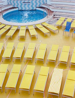 Tag am Pool - p447m1189725 von Anja Lubitz