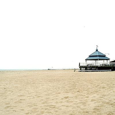 Deserted beach - p5790016 by Yabo