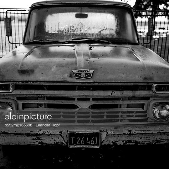 Oldtimer - p552m2165698 by Leander Hopf