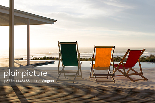 Drei beim Sonnenbaden - p877m1146155 von Julia Wagner