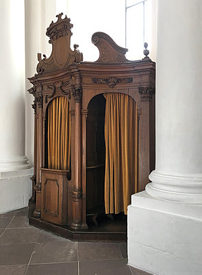 Confessional between columns - p237m2128523 by Thordis Rüggeberg