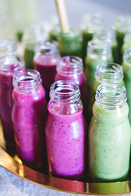 Close up of variety of breakfast smoothie in little vintage bottles - p1166m2107008 by Cavan Images