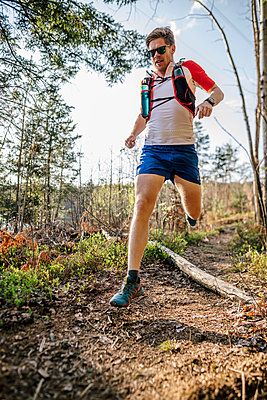 Man running in the forest - p300m2159930 by Daniel Waschnig Photography