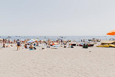 Badegäste am Strand von Positano - p432m2045431 von mia takahara