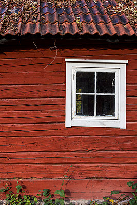 Wall with window of a swedish house, Grinda, Sweden - p778m2037548 by Denis Dalmasso