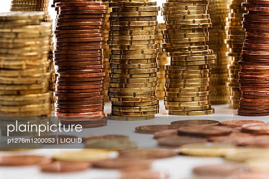 Gestapelte Geldmünzen - p1276m1200053 von LIQUID