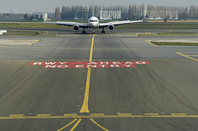 p1048m811951 von Aviation