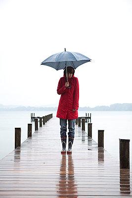 Im Regen stehen - p4540774 von Lubitz + Dorner