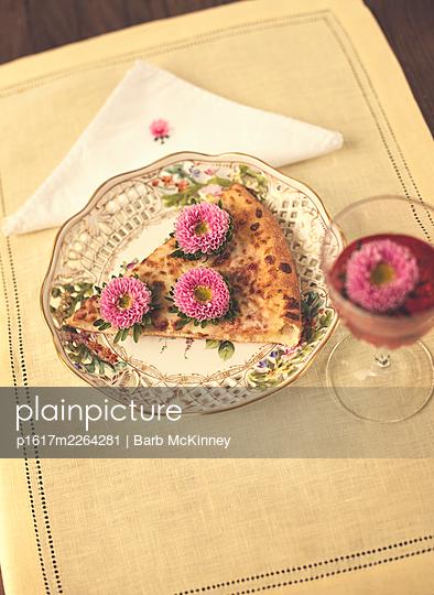 Pizza mit Blumen - p1617m2264281 von Barb McKinney