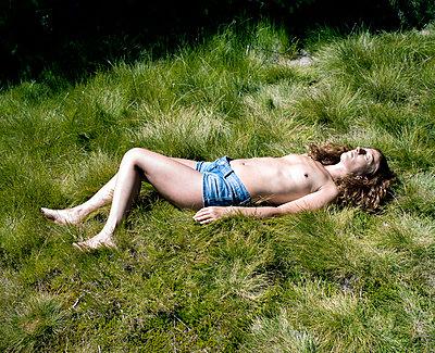 Sunbath - p1083m990027 by Alain Greloud