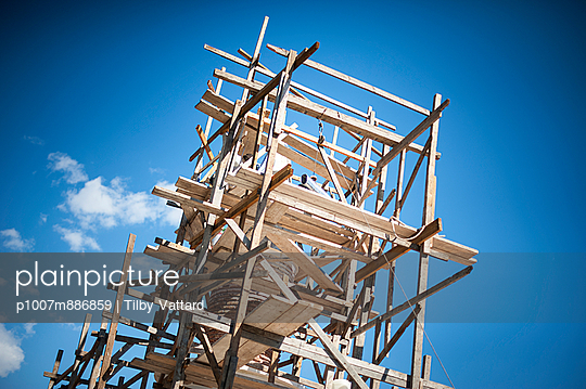 Scaffolding - p1007m886859 by Tilby Vattard