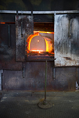 Glass factory - p1216m2260945 von Céleste Manet