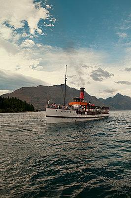 Dampfschiff Earnslaw auf dem Lake Wakatipu - p470m2020301 von Ingrid Michel