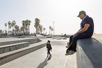 Skatepark in Venice Beach - p756m2087314 by Bénédicte Lassalle