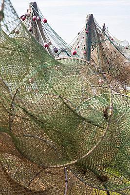 Fischernetze - p781m1172459 von Angela Franke