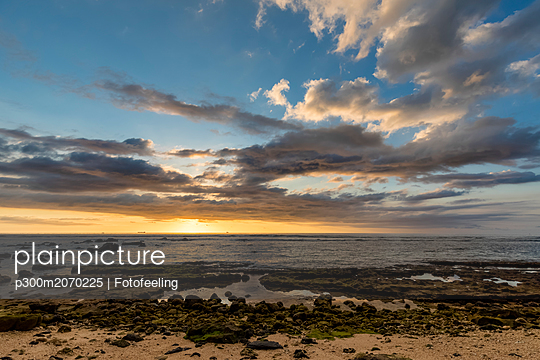 Mauritius, West Coast, Indian Ocean, sunset - p300m2070225 by Fotofeeling