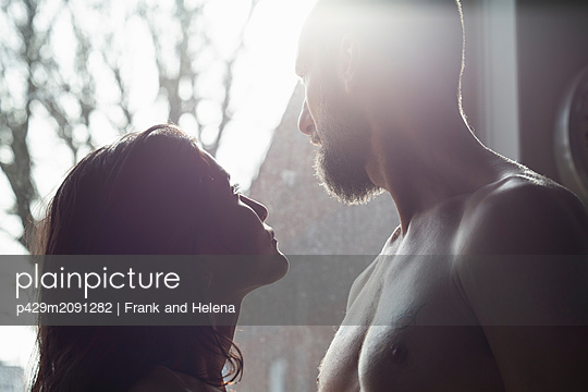 Semi-naked hipster couple bonding at home - p429m2091282 by Frank and Helena