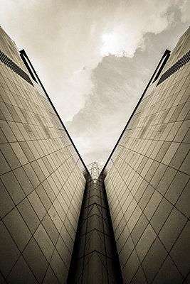 Futuristic building - p1228m1208655 by Benjamin Harte
